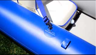 Fasten the seat straps to the D-rings on the pontoons. The DKS seats have 2 straps.